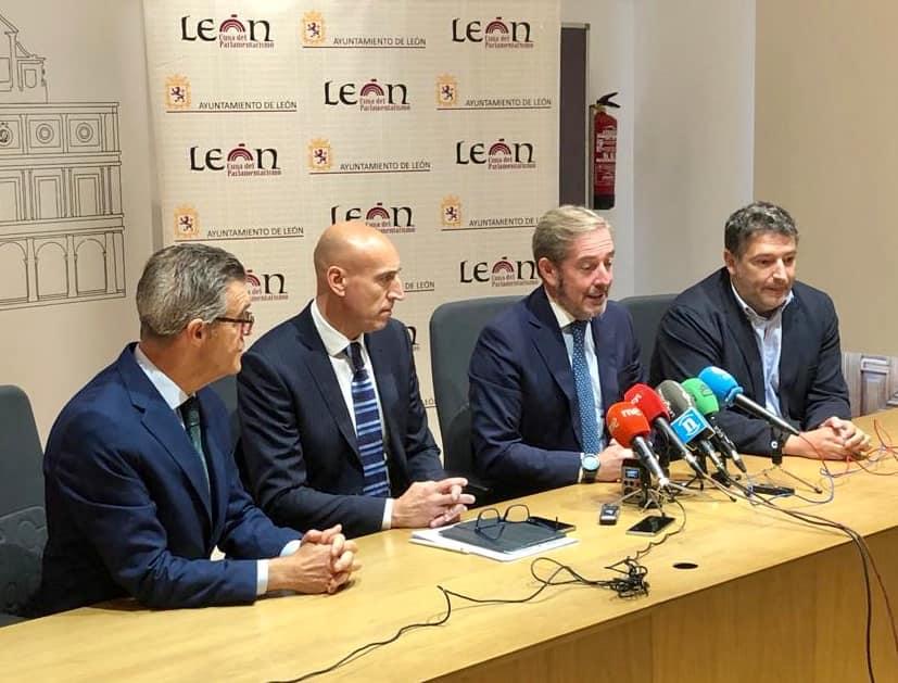 Encuentro del alcalde de León con los presidentes de Cámara, FELE y CEL